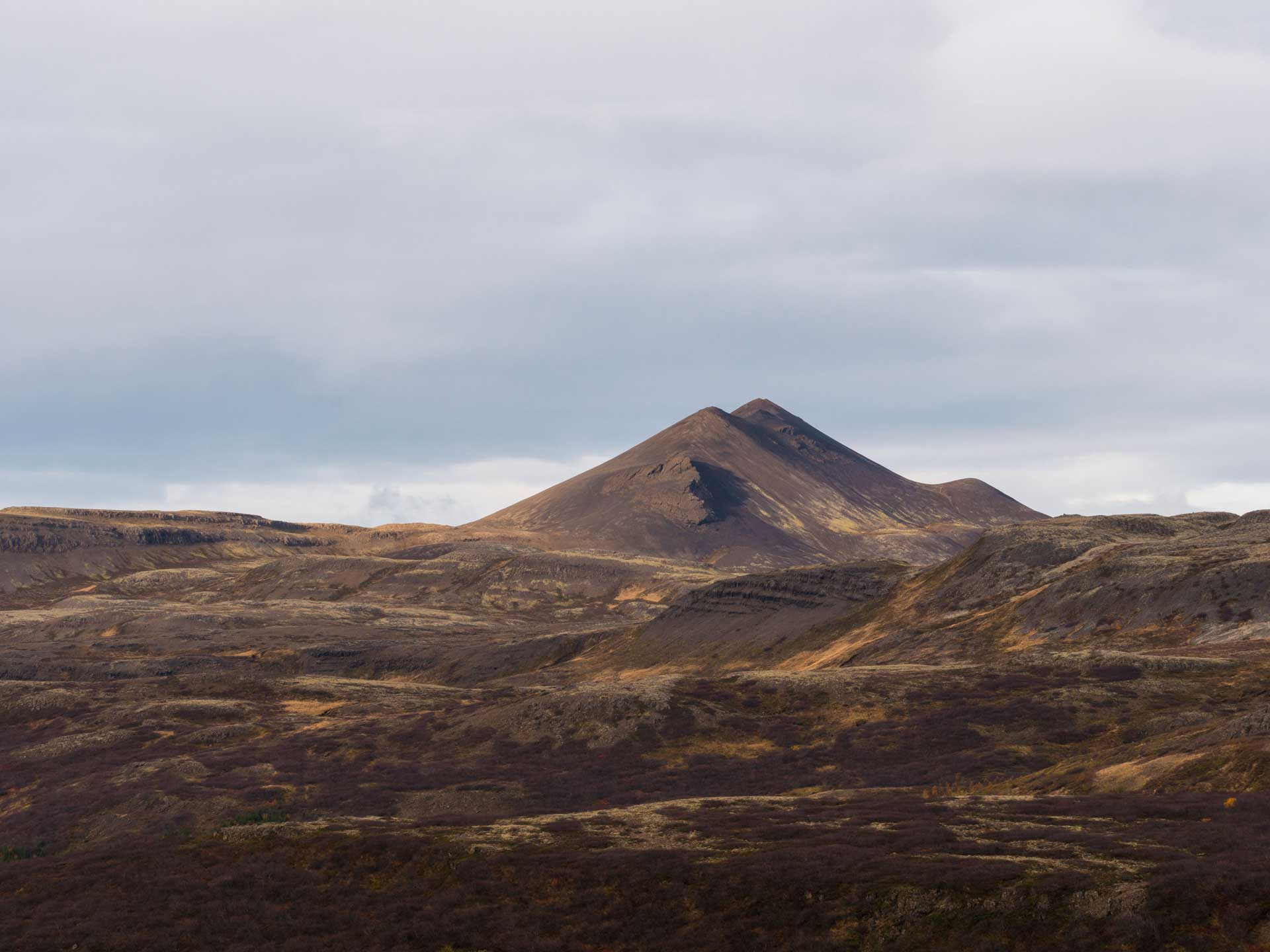 L'Islande cacherait des pyramides ???
